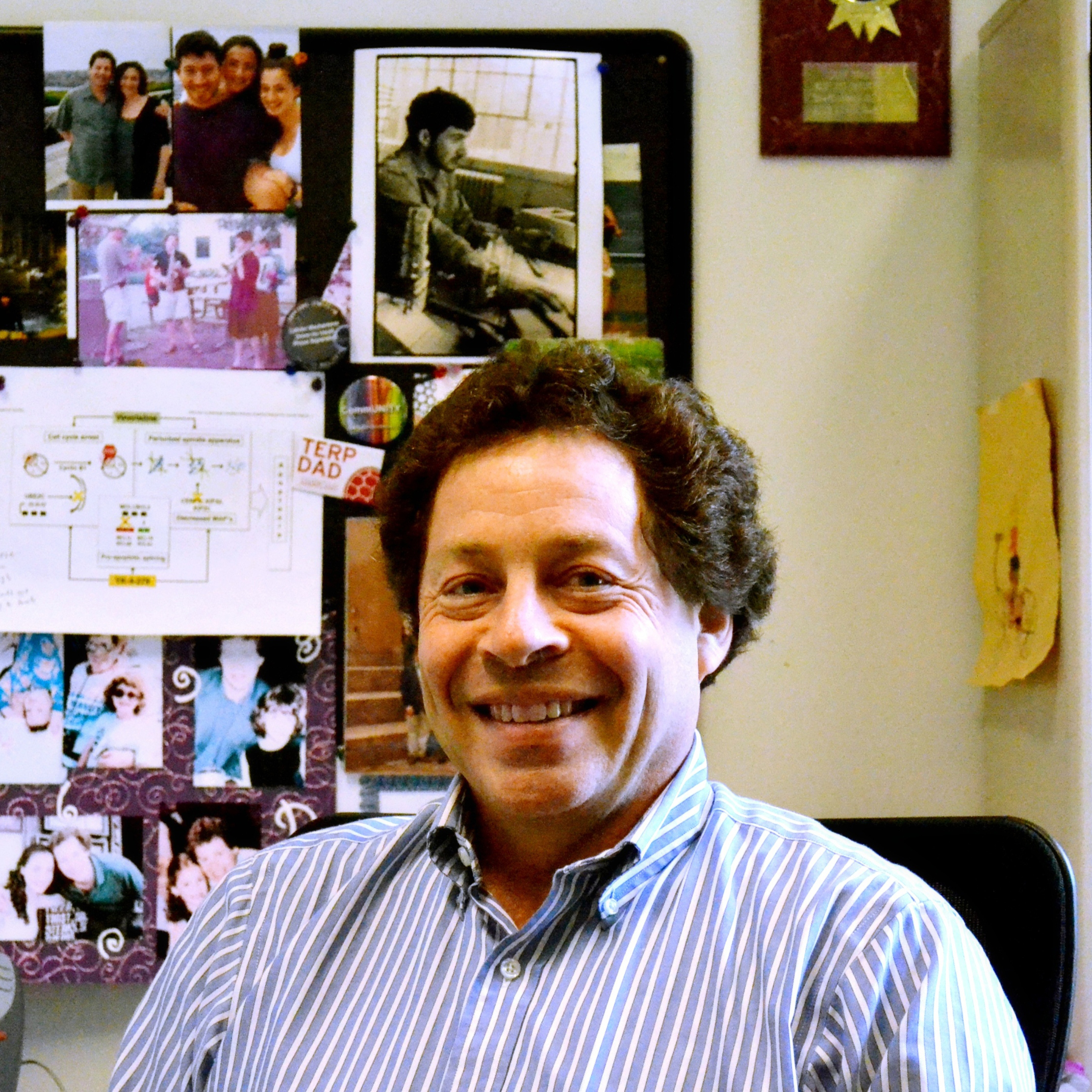 Headshot of Jeffrey Toretsky sitting in his office